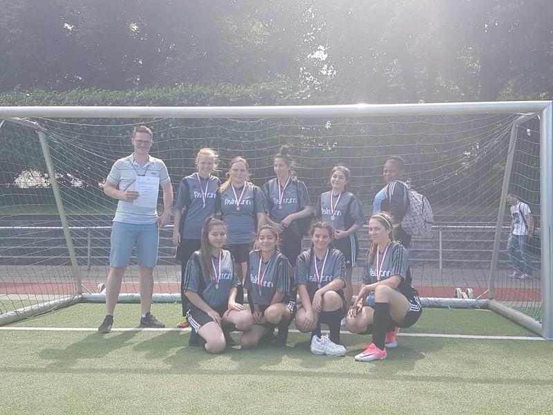 Dritter Platz für die Fußball-Mädchen bei Hamburger Meisterschaft